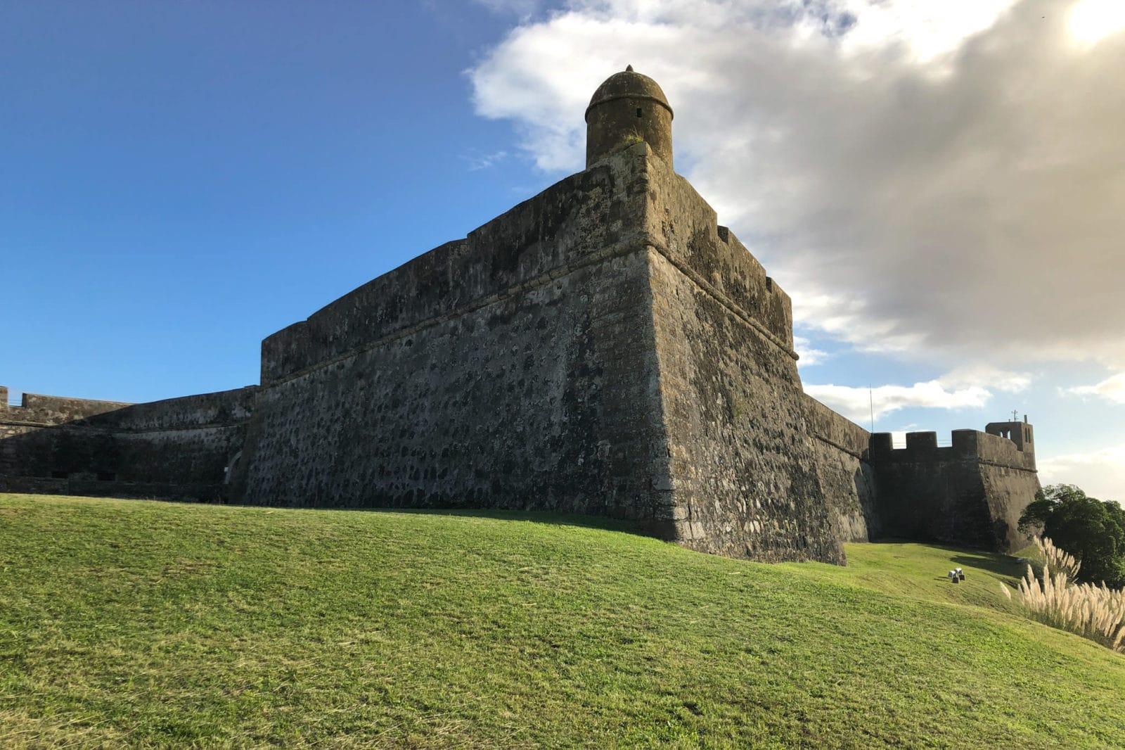 Стены форта São Sebastião (фото: Brad Brezinski)