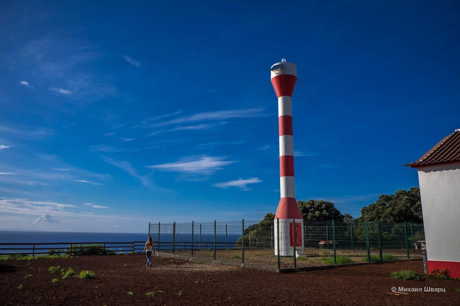 Современный маяк Farol da Ponta da Serreta