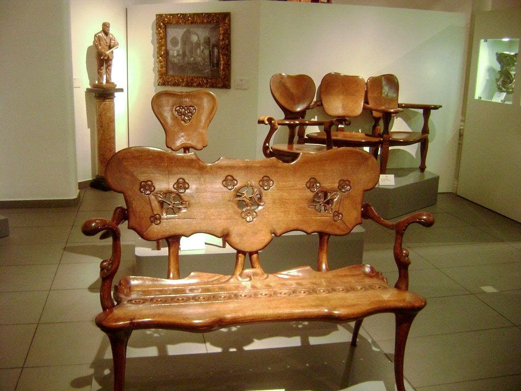 Мебель по эскизам Гауди