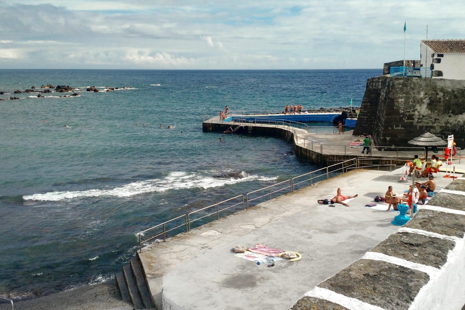 Форт и купальный комплекс Negrito (фото: Diamantino Martins)