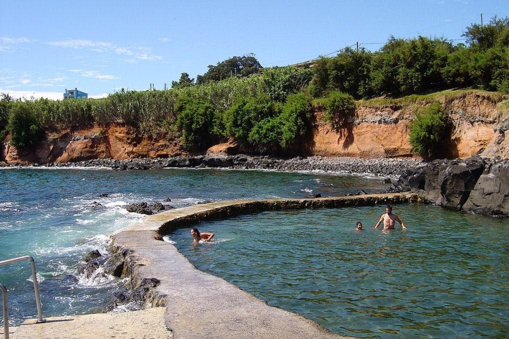 Бассейн пляжа Салгейрос (фото: vilassebastiao.com)