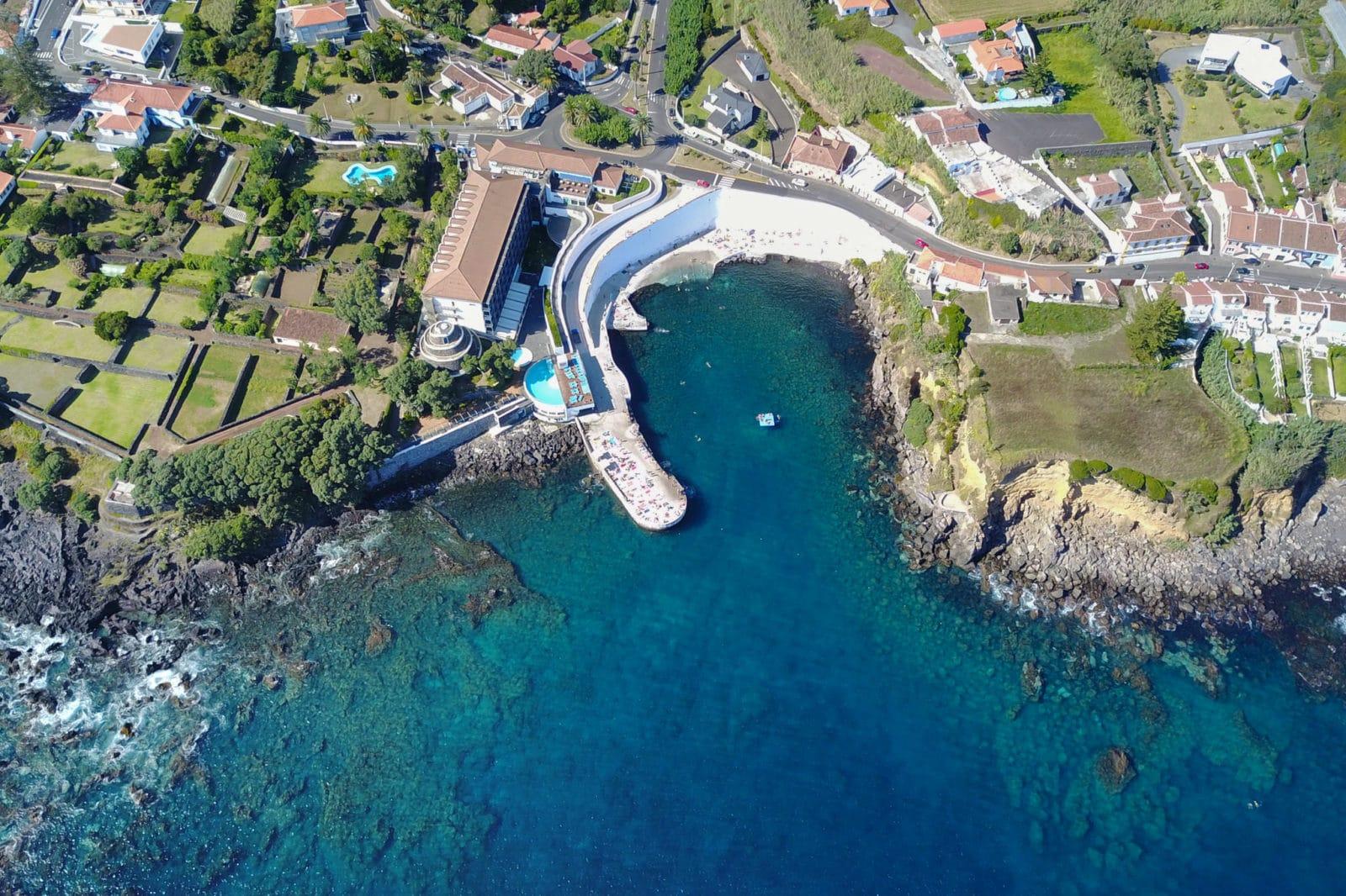 Комплекс Silveira, видно пологий спуск в воду (фото: Moses Palermo)