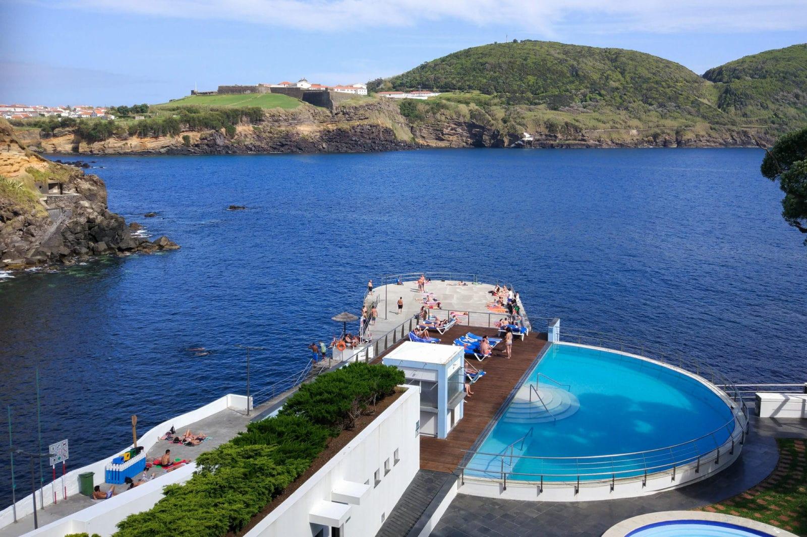 Вид из отеля Caracol, бассейн относится к отелю (фото: Carlos Cachao)