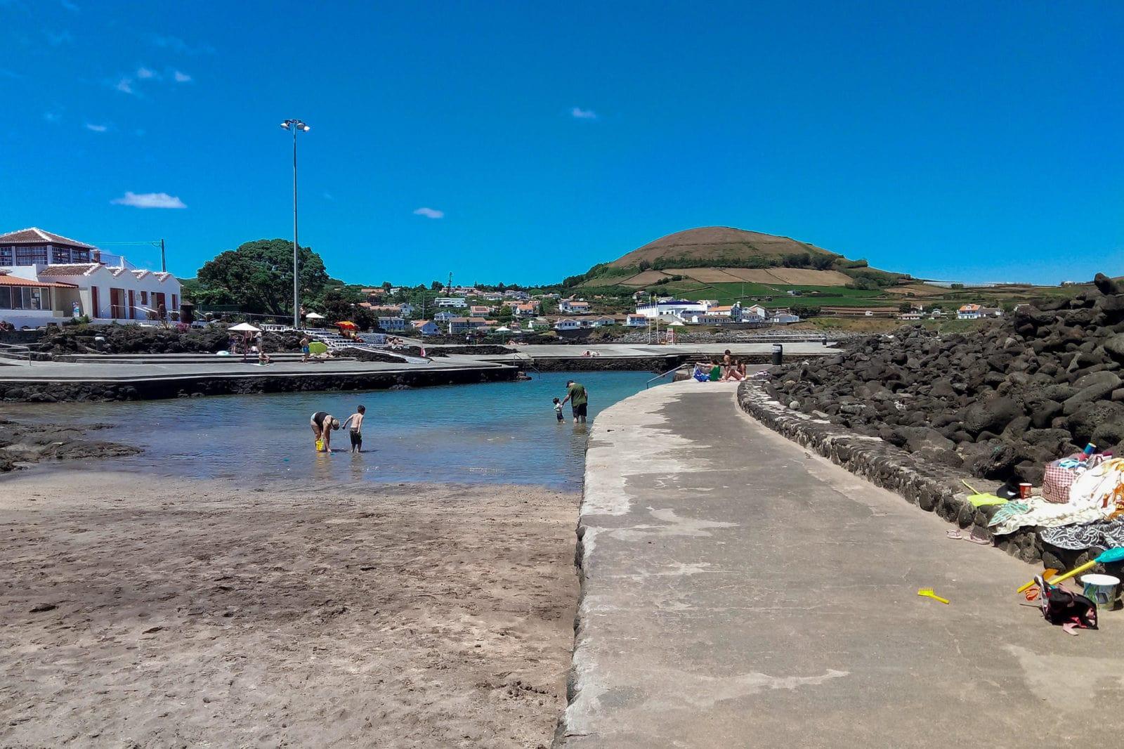 Маленький песчаный пляж (фото: Paulo Santos)