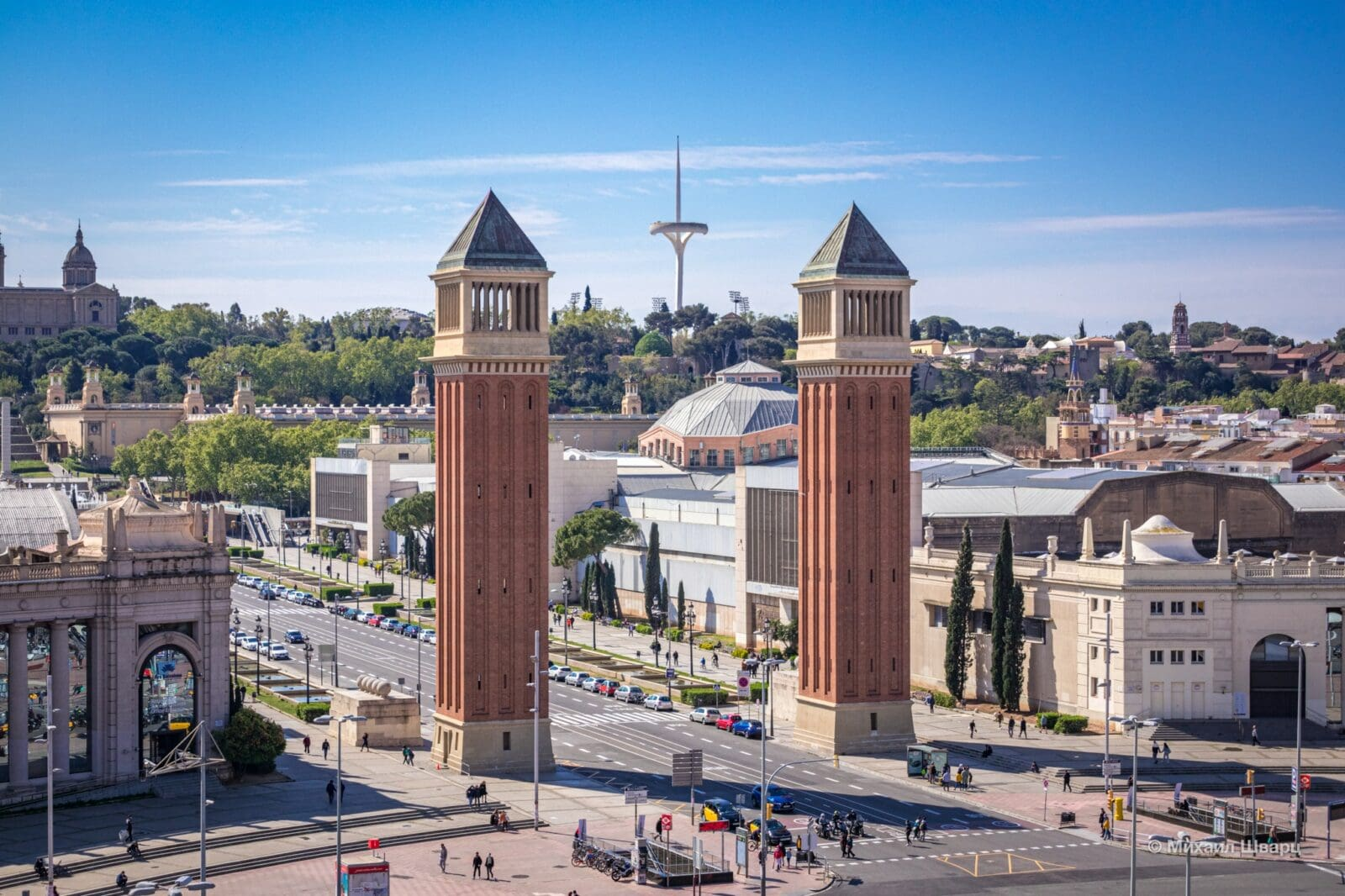 Выставочный центр Fira de Barcelona и Венецианские башни