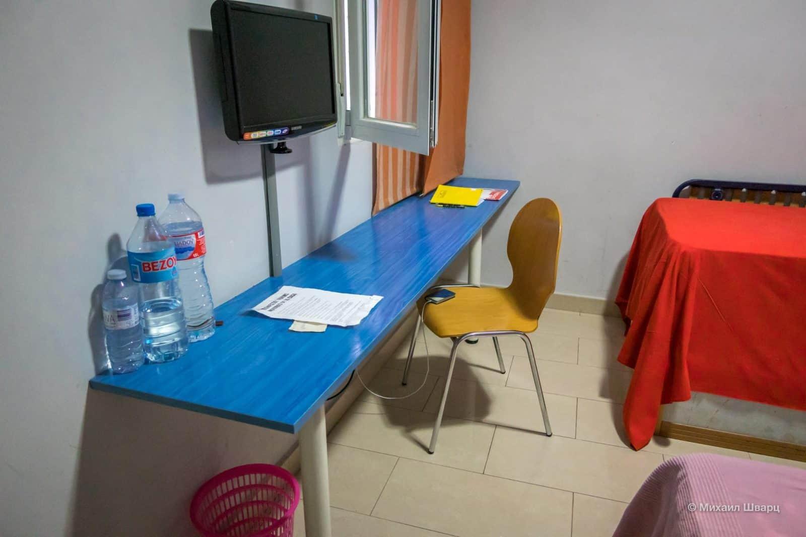 Учебный стол