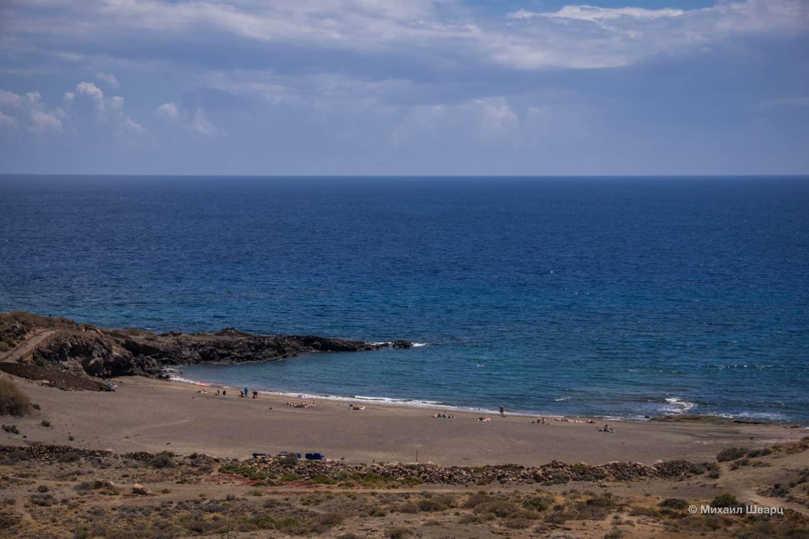 Рядом пляж Abades
