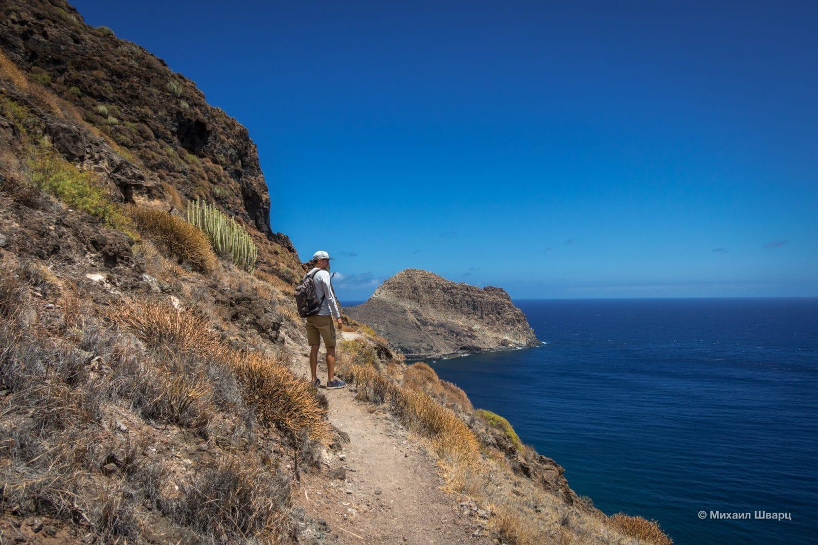 Дорога по скалам на Playa de Antequera
