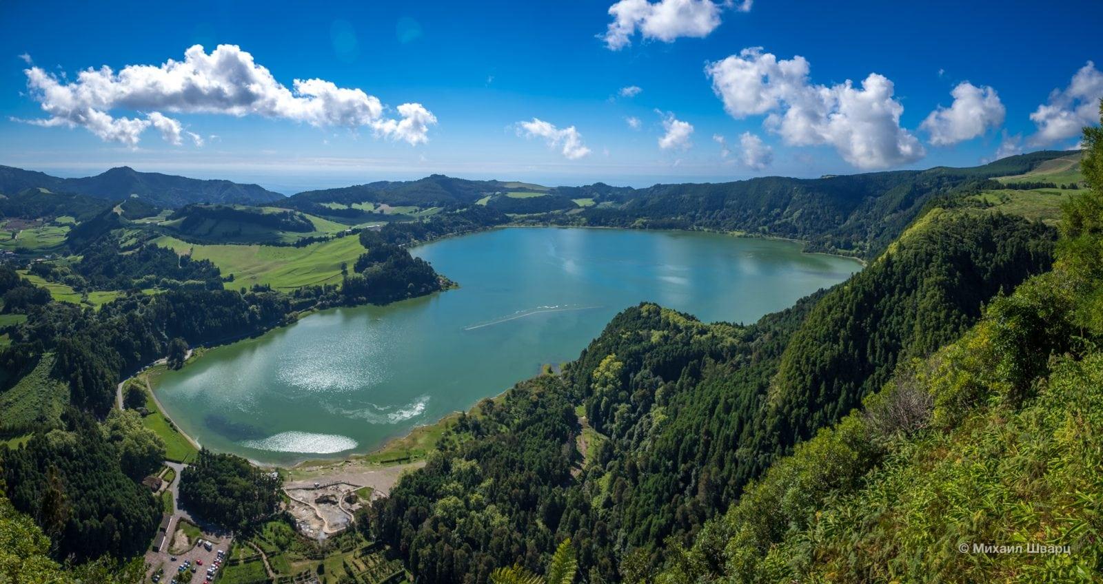 Вид на озеро со смотровой