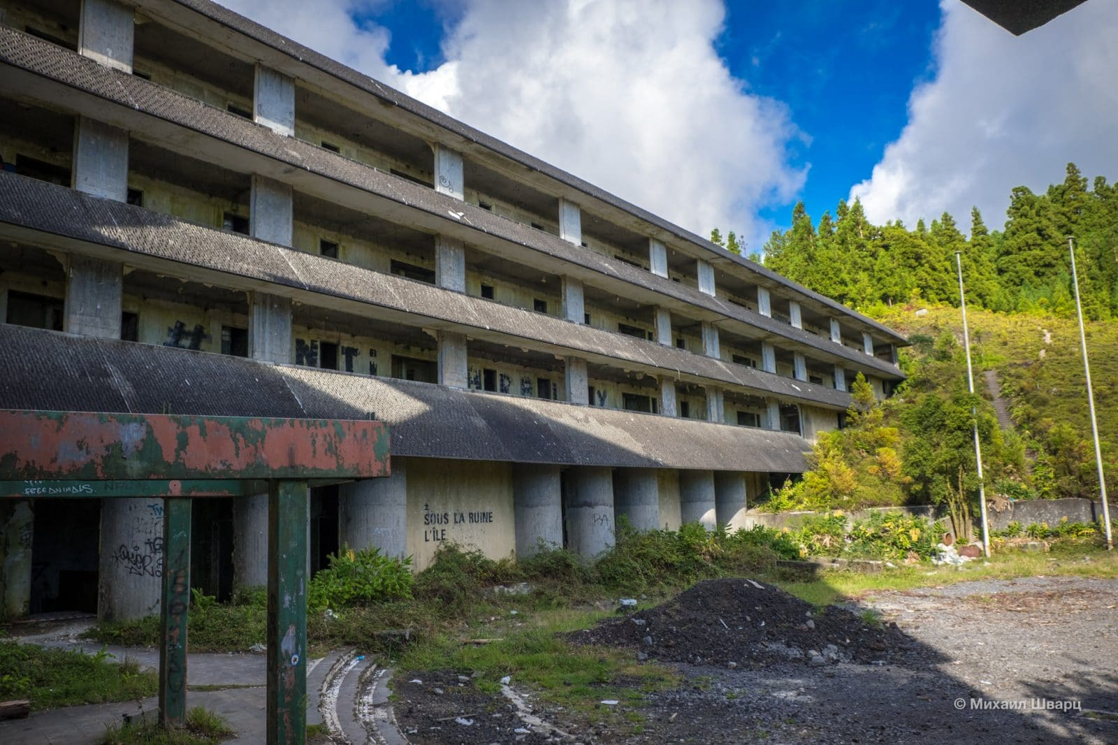 Отель по-прежнему приветствует туристов