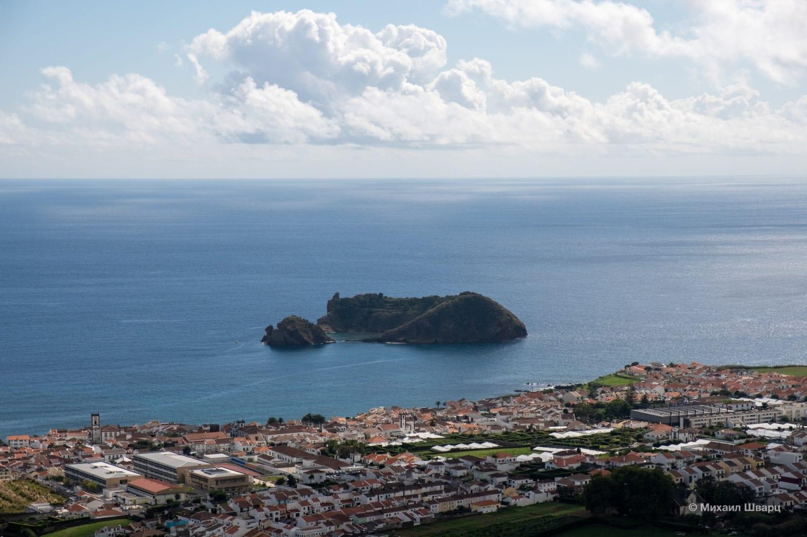Вид на остров со смотровой Miradouro da Nossa Senhora da Paz