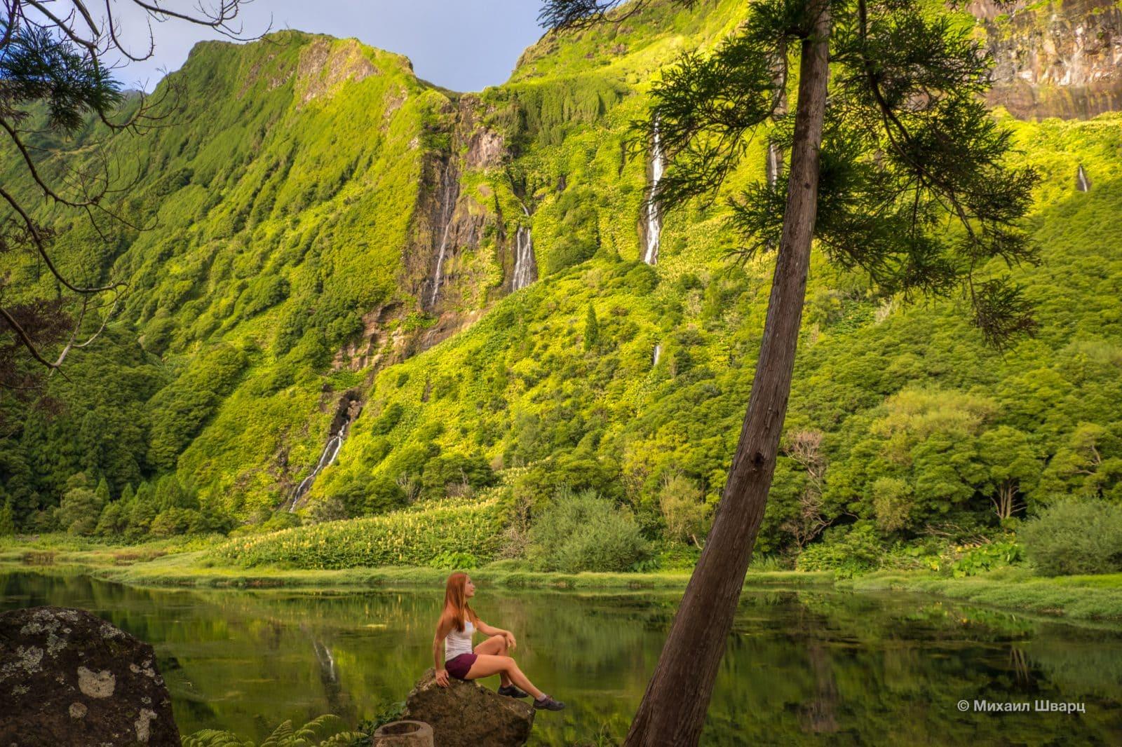 Лена на фоне водопадов