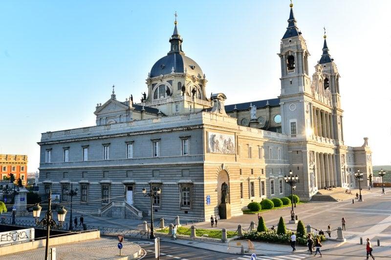 Собора Альмудена (Catedral de la Almudena)