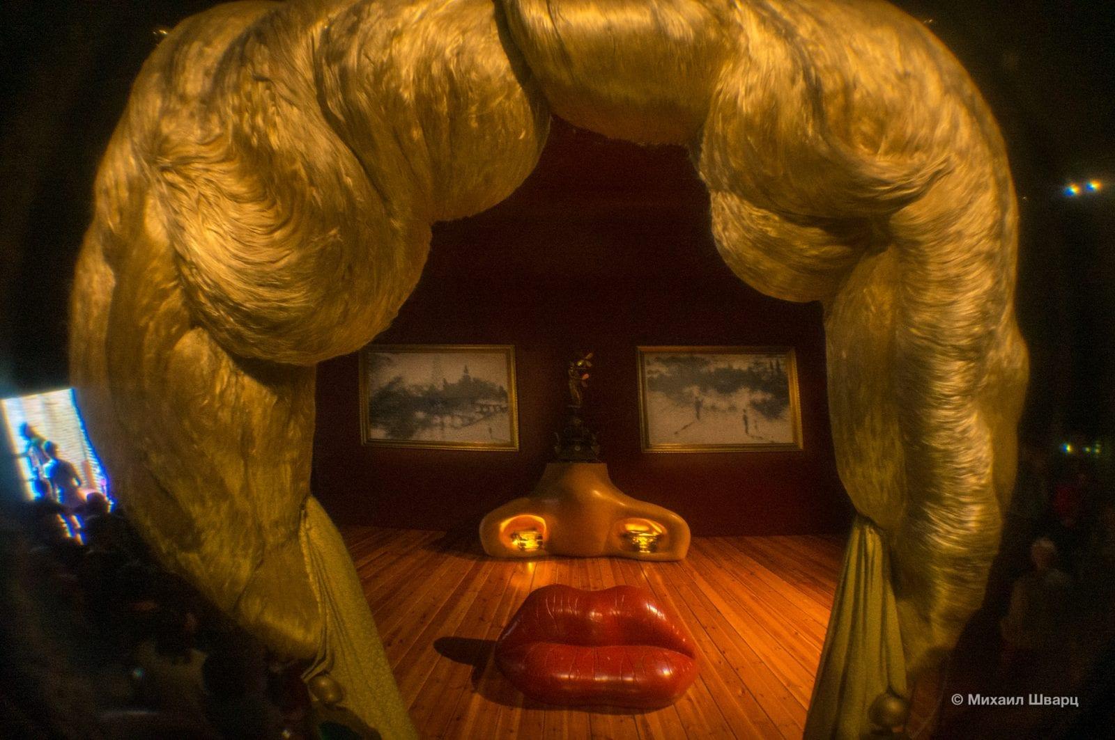 Комната-инсталляция «Портрет Мэй Уэст в интерьере»