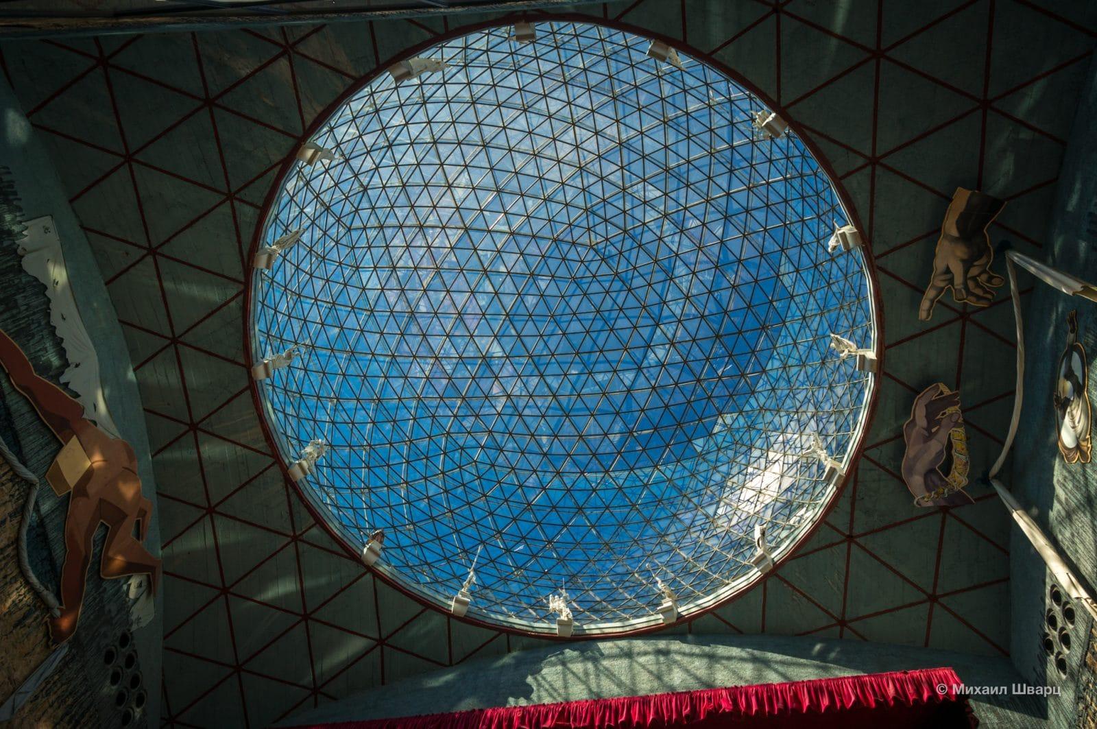 Стеклянный купол музея