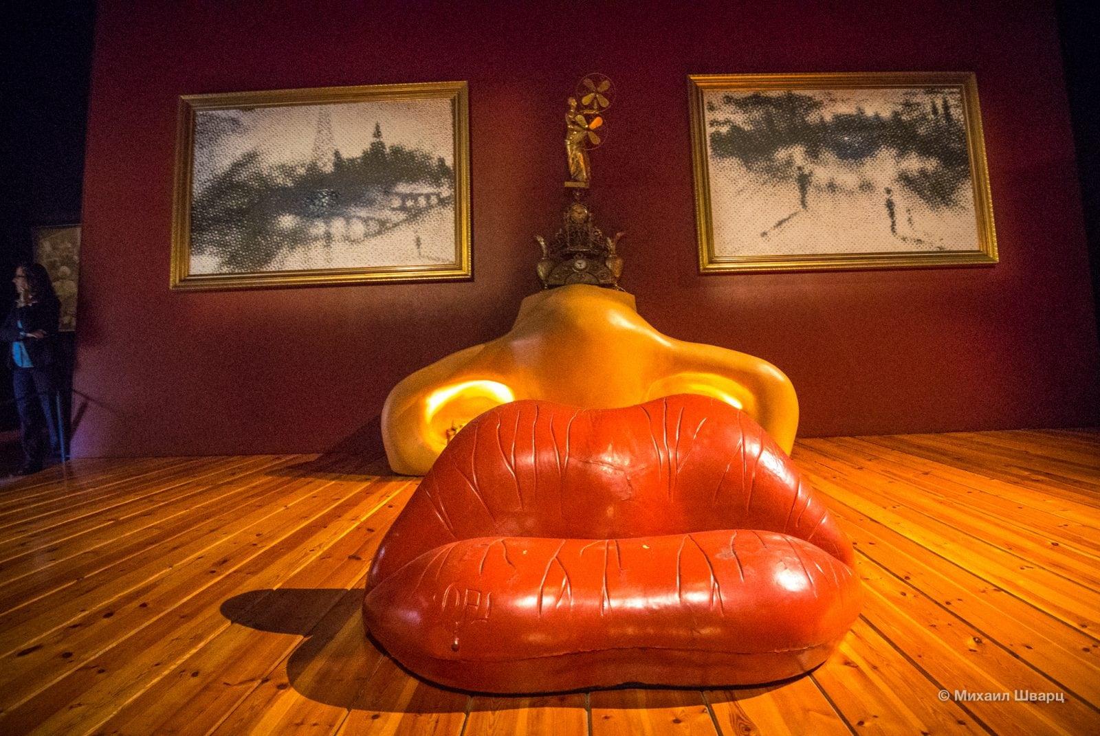 Знаменитый диван «Губы»