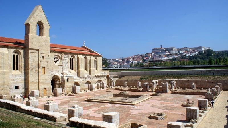 Монастырь Санта-Клара-а-Велья (Mosteiro de Santa Clara-a-Velha)