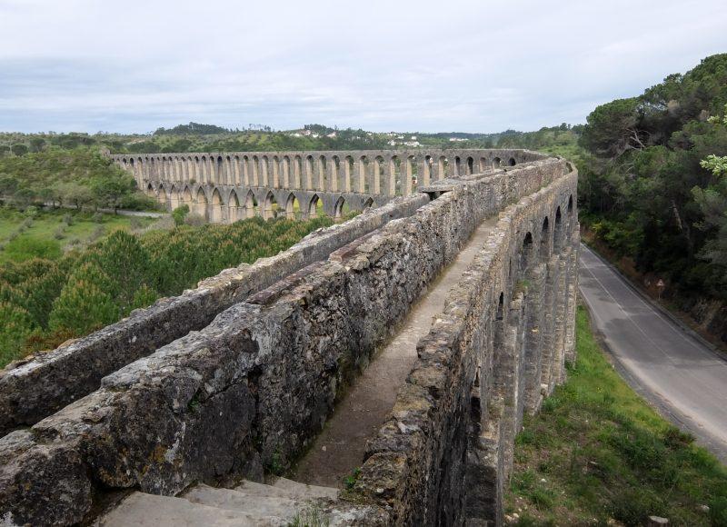 Акведук Пегойнс (Aqueduto dos Pegões)