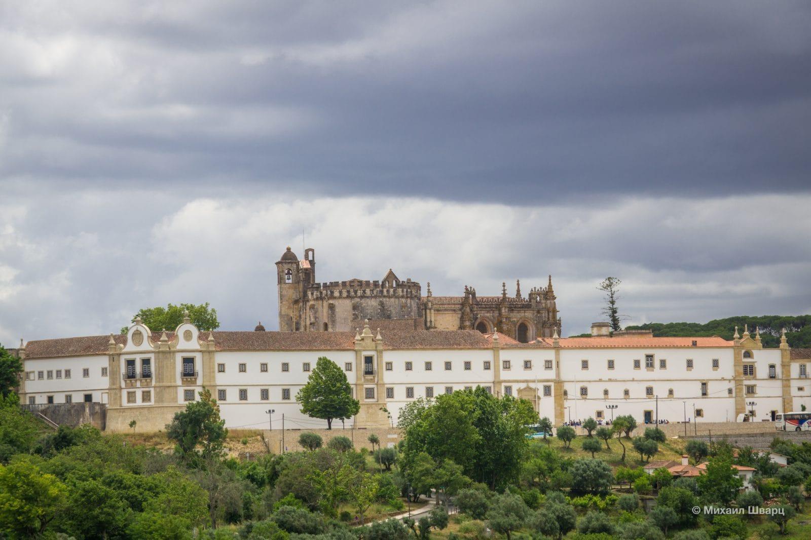 Монастырь, церковь и шарола