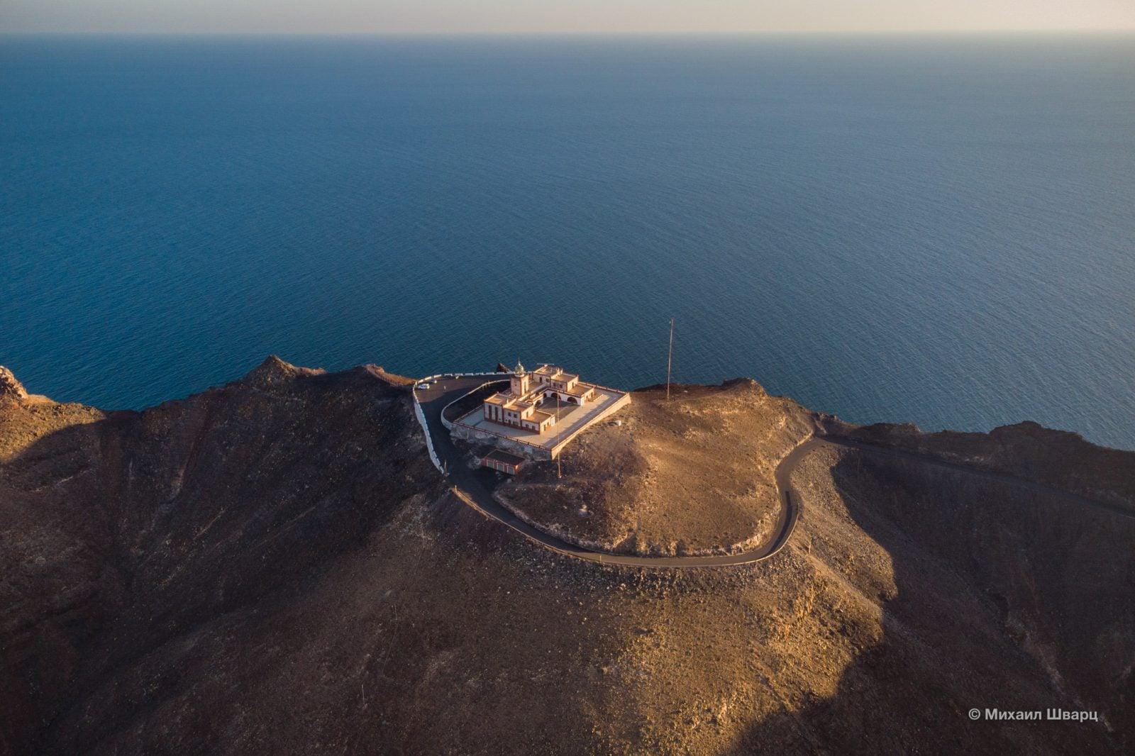 Море и маяк Ла Энтальяда