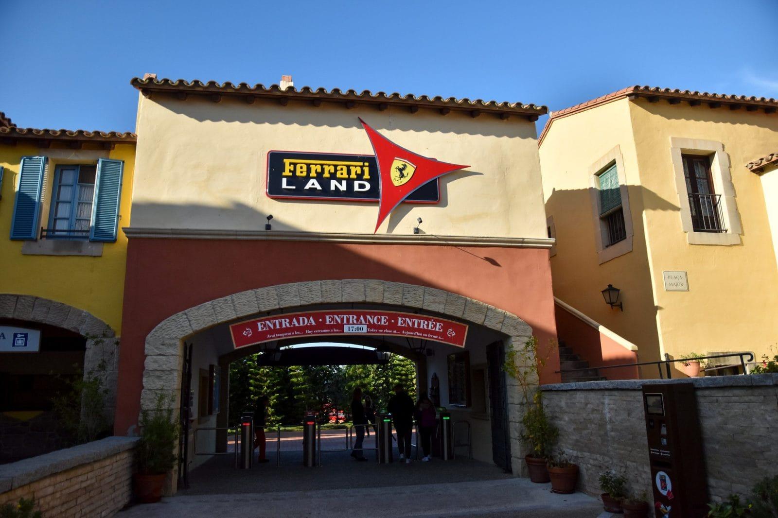 Вход в Ferrari Land из парка PortAventura