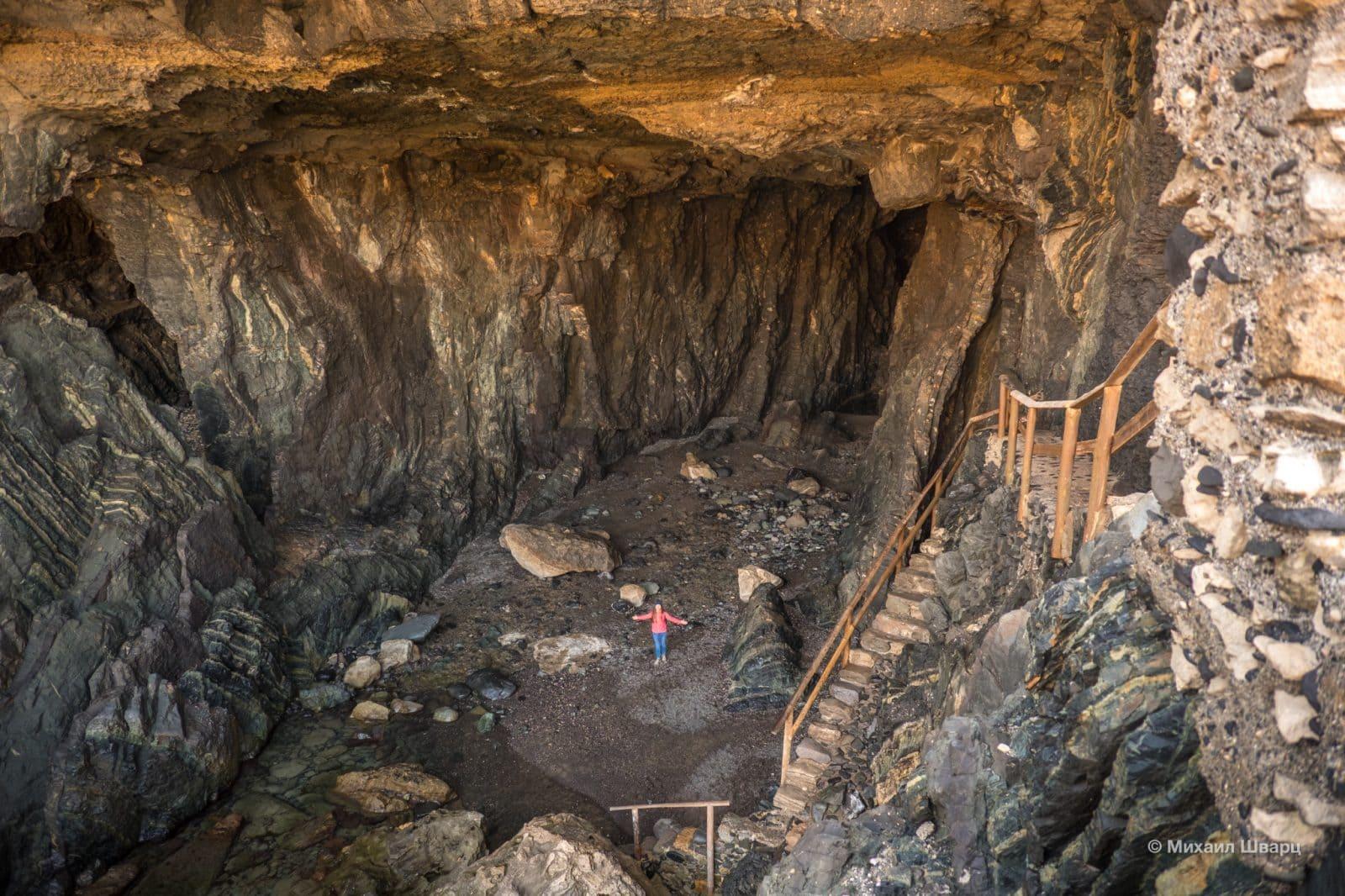 Гигантские пещеры в Ajuy
