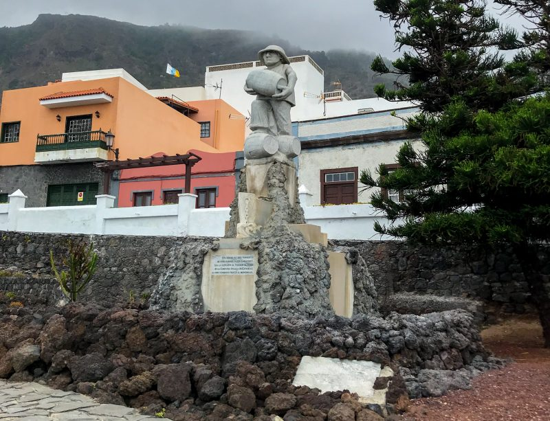 Скульптура «Винный бунт» (Motín del vino)