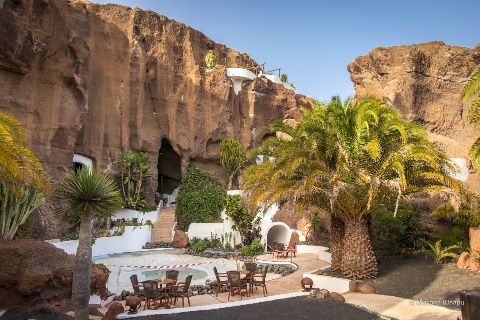 Restaurante Balague y Bar La Cueva en Nazaret